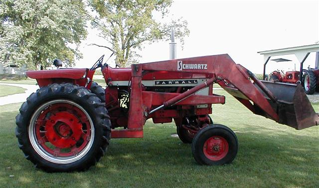 Farmall 656 Tractor : Farmall gas tractor with loader for sale